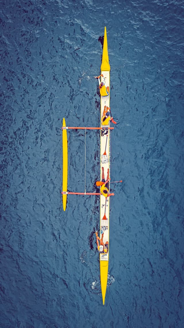Rowers pulling together is like elements providing congruence in presentations.
